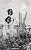 Josefina Manresa con su hermana