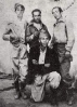 Miguel con tres soldados en Madrid